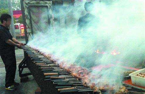 市城管执法局大力推进市区餐饮油烟净化工作,安装油烟净化器补贴8000元